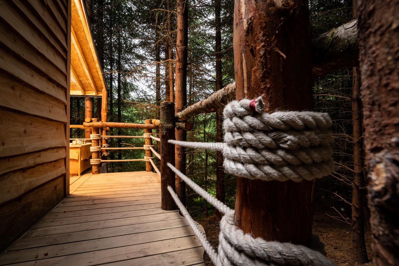 rope decoration walkway